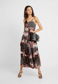 Noisy May Tall - NMSAHRA PAISLEY LONG DRESS - Maxikjoler - black/pink - 1