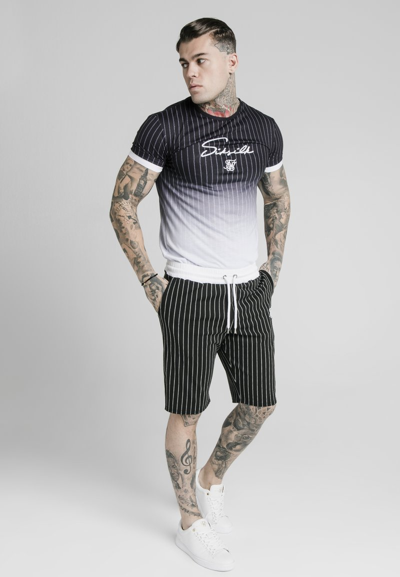 SIKSILK - SIGNATURE GYM TEE - Print T-shirt - black & white