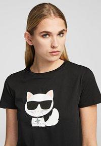 KARL LAGERFELD - T-shirt z nadrukiem - black - 5