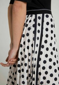 Oui - A-line skirt - offwhite black - 3
