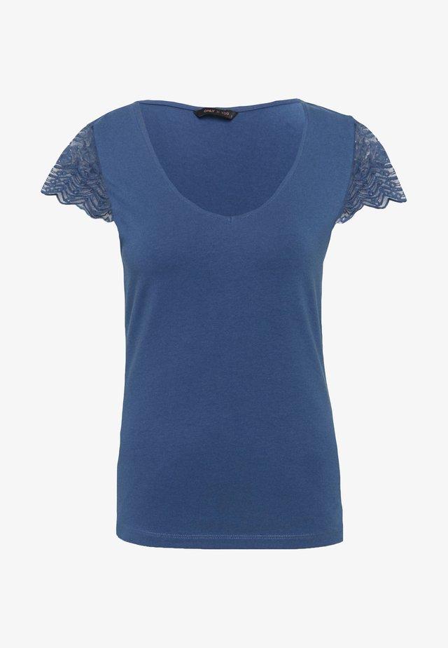 ONYFAITH V-NECK - T-shirt con stampa - vintage indigo