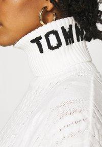 Tommy Jeans - TURTLE NECK DRESS - Jumper dress - snow white - 5