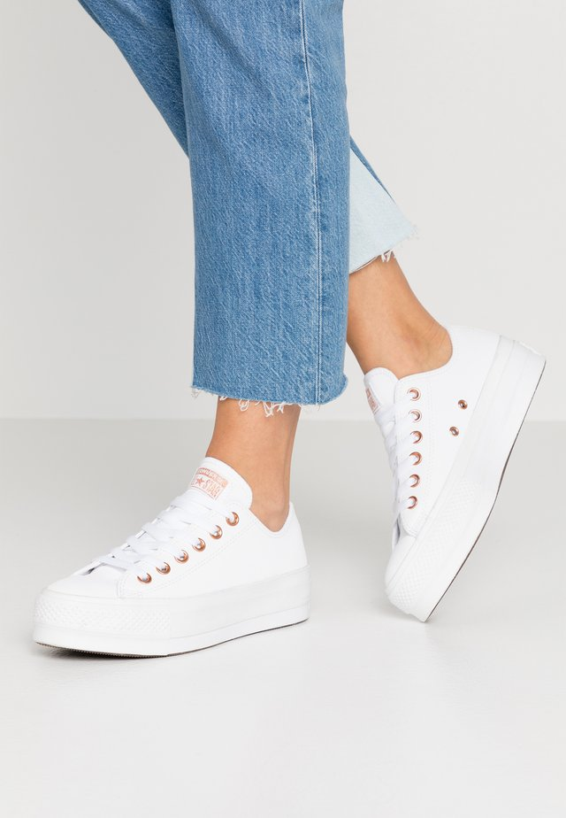 CHUCK TAYLOR ALL STAR LIFT - Matalavartiset tennarit - white