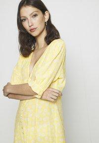 Monki - AVRIL DRESS - Košilové šaty - yellow - 5