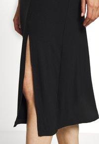 Even&Odd - BASIC - Midi skirt with slit - Spódnica trapezowa - black - 5