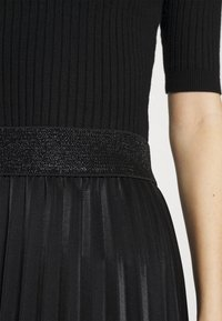 WAL G. - MONICA PLEATED SKIRT - A-line skirt - black - 4