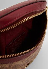 Coach - COATED SIGNATURE FANNY PACK - Bum bag - tan/deep red - 4