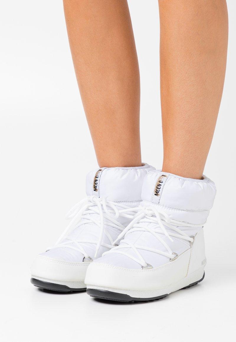 Moon Boot - LOW  WP - Vinterstøvler - white