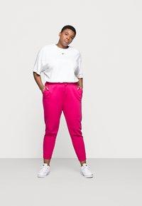 Nike Sportswear - PANT - Tracksuit bottoms - fireberry/white - 1