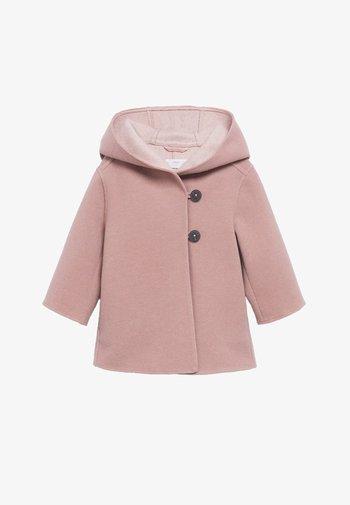 JAS MET CAPUCHON EN KNOPEN - Short coat - roze