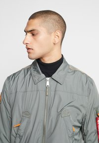 Alpha Industries - Bomberjacks - vintage green - 3