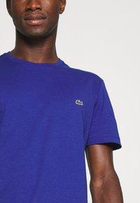 Lacoste - T-shirt basic - cosmique - 5