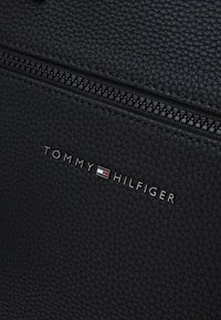 Tommy Hilfiger - ESSENTIAL COMPUTER BAG - Briefcase - black