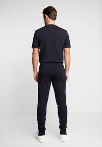 Tommy Hilfiger - FLOCKED  - Pantalon de survêtement - blue - 2