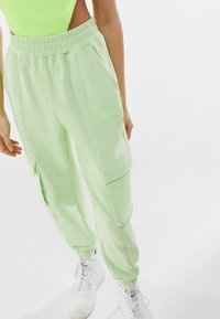Bershka - Pantalon de survêtement - green - 3