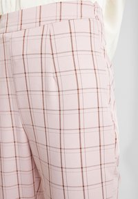 Missguided - CHECK CIGARETTE TROUSER - Trousers - pink - 4