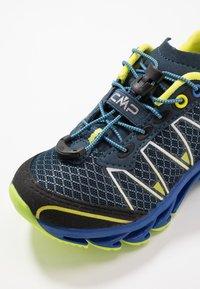 CMP - KIDS ALTAK SHOE 2.0 - Hiking shoes - cosmo/limeade - 2