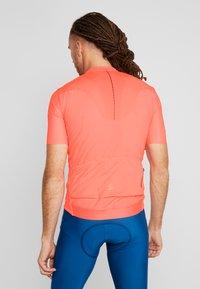 Craft - SURGE LUMEN - Print T-shirt - shock - 2