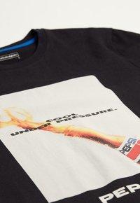 Intimissimi - Print T-shirt - black/bottle green - 4
