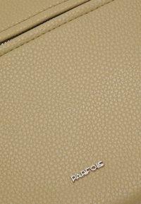 PARFOIS - CROSSBODY BAG BALLOON - Across body bag - light grey - 3