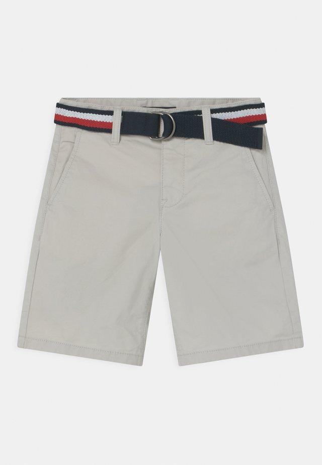 ESSENTIAL BELTED - Shorts - light cast