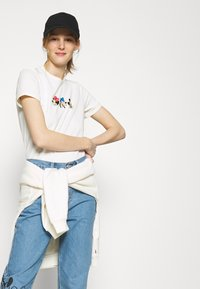 Levi's® - DISNEY MICKEY AND FRIENDS - Print T-shirt - marshmallow - 3