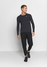 Nike Performance - M NK TECHKNIT ULTRA LS - Långärmad tröja - black/dark smoke grey/reflective silver - 1