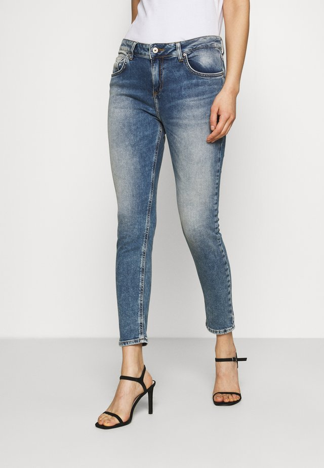 MIKA - Relaxed fit jeans - lolite wash
