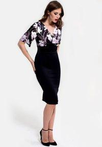 HotSquash - EMMA - Shift dress - schwarz/flieder - 0