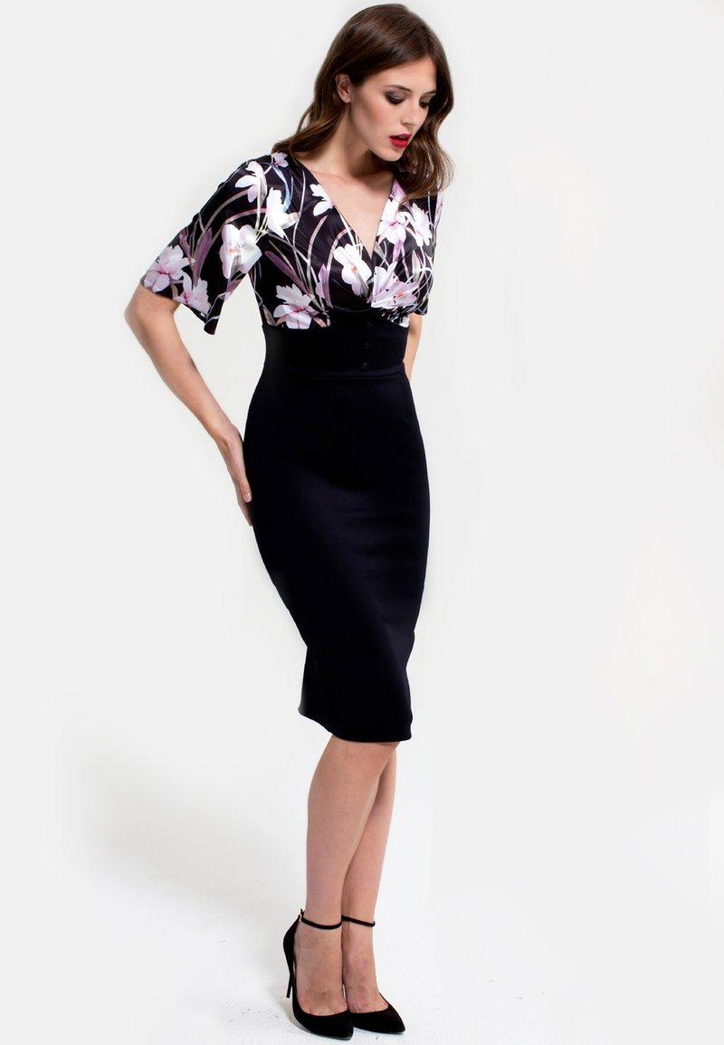 HotSquash - EMMA - Shift dress - schwarz/flieder