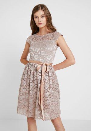 Koktejlové šaty/ šaty na párty - greige