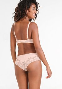 Triumph - AMOURETTE SPOTLIGHT HIPSTER - Slip - orange highlight - 2
