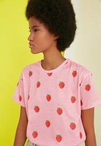 Trendyol - Print T-shirt - pink - 2
