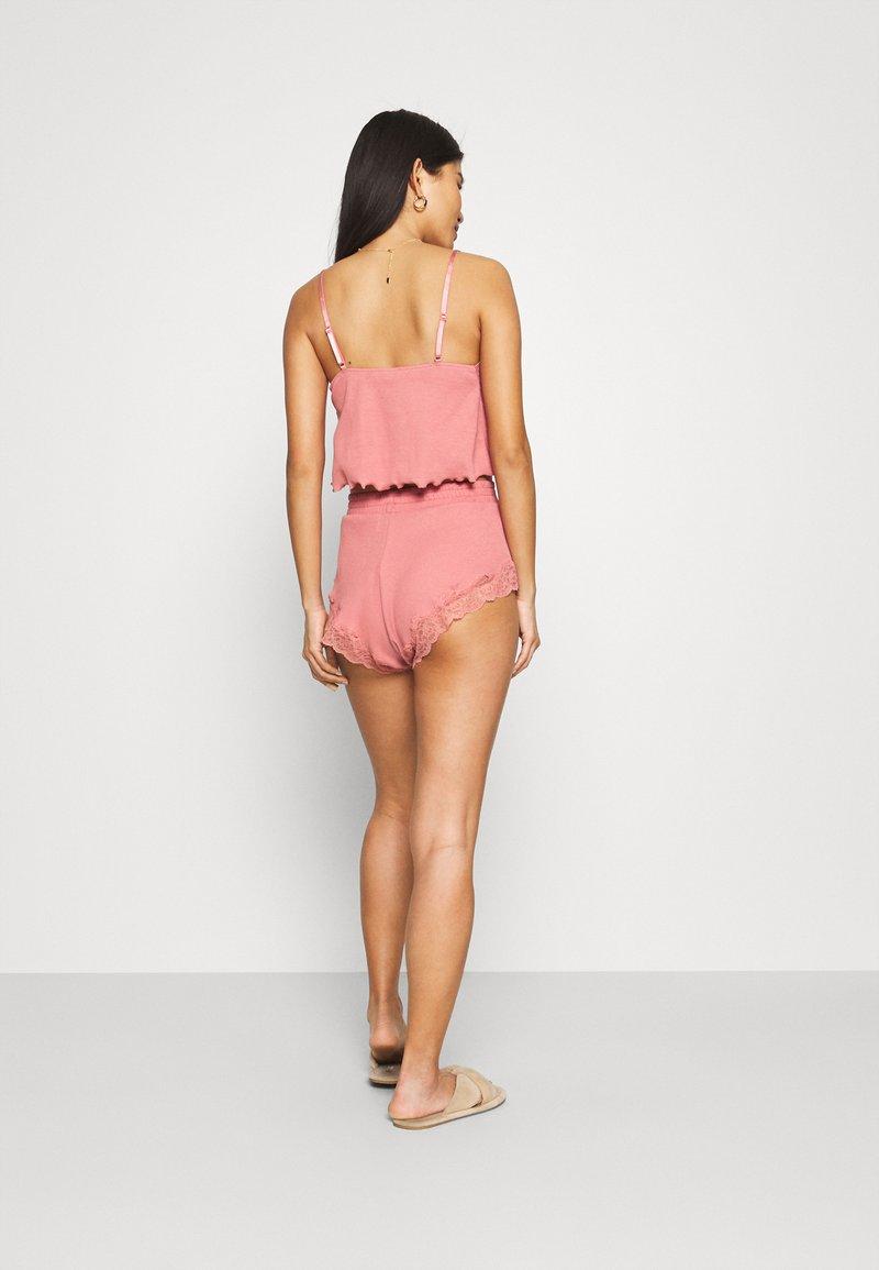 Hunkemöller - x NA-KD SHORT MIA - Pantaloni del pigiama - dusty pink