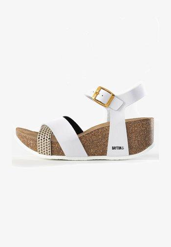 MINORQUE - Platform sandals - white