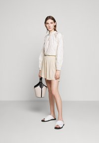 Bruuns Bazaar - LILLI DAPHNE - Shorts - sand - 1