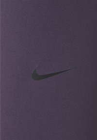 Nike Performance - 365 7/8 HI RISE - Legginsy - dark raisin/black - 5