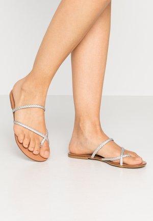 WISER - Sandály s odděleným palcem - silver