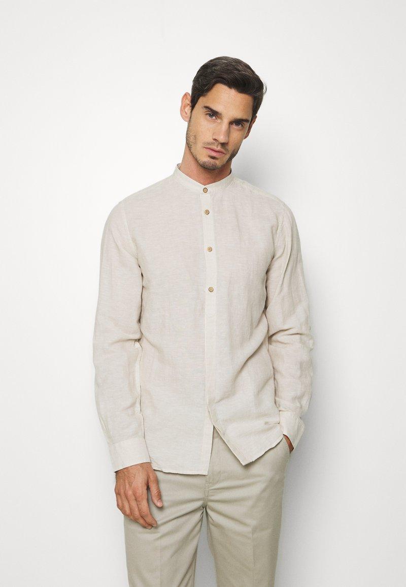 Springfield - MAO ROLLUP - Shirt - beige