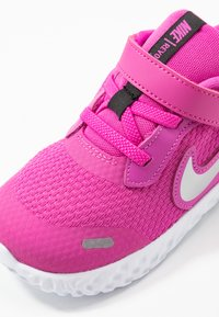 Nike Performance - REVOLUTION 5 UNISEX - Neutral running shoes - active fuchsia/metallic silver/black - 2