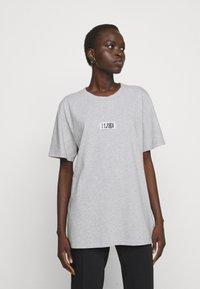MM6 Maison Margiela - Print T-shirt - grey - 0