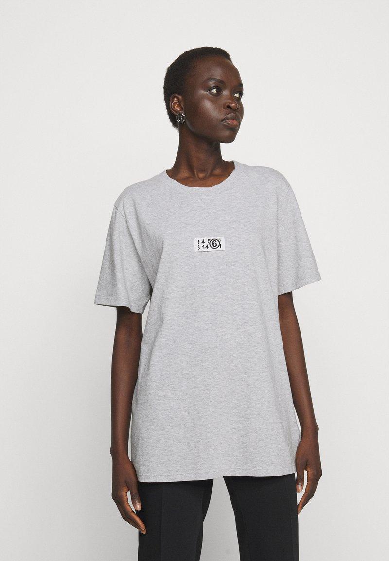 MM6 Maison Margiela - Print T-shirt - grey