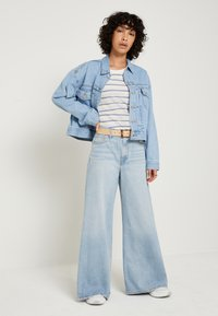 Levi's® - LOOSE ULTRA WIDE LEG - Flared Jeans - middle road - 2
