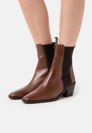 BELLONE - Cowboy/biker ankle boot - marron