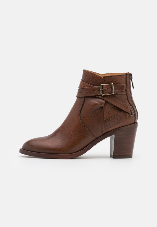 TRIALMASTER - Ankle boots - cognac
