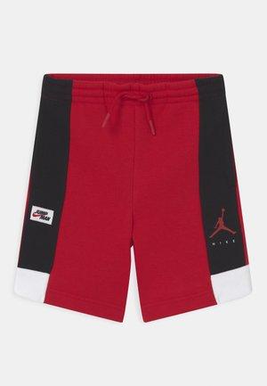 JUMPMAN BY NIKE - Urheilushortsit - gym red