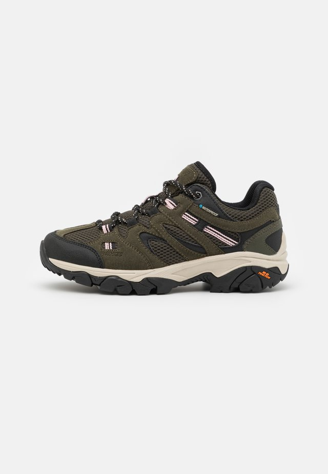 RAVUS VENT LITE LOW WP WOMENS - Hikingsko - forest green/black/mellow rose