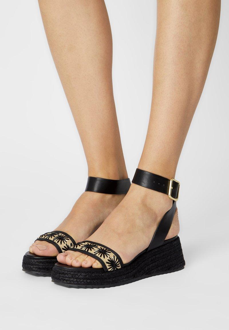 Even&Odd - Sandály na platformě - black