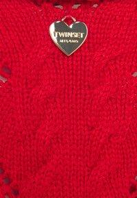 TWINSET - MAGLIA  SCOLLO V  - Camiseta estampada - corallo - 2