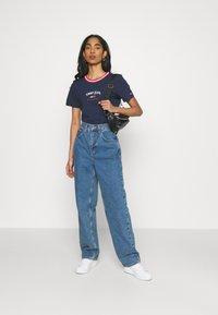Tommy Jeans - REGULAR TIMELESS SCRIPT TEE - Print T-shirt - twilight navy - 1